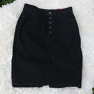New Guess los Angeles strech pencil skirt. Size 28